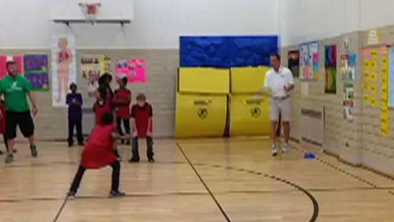 Video - Kid Catches Pass From Peyton Manning