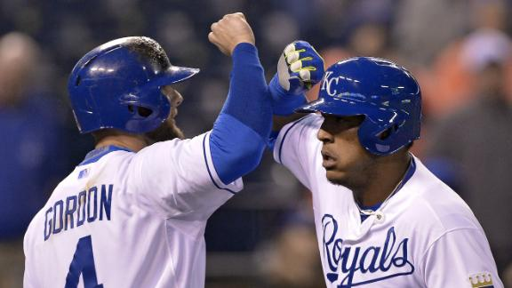 Royals score 6 runs in 8th to top Blue Jays