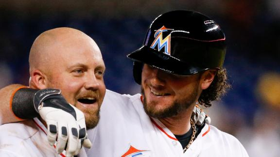 Marlins rally in 8th, down Mets in 9th