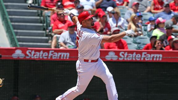 Pujols Hits Two HRs In Win