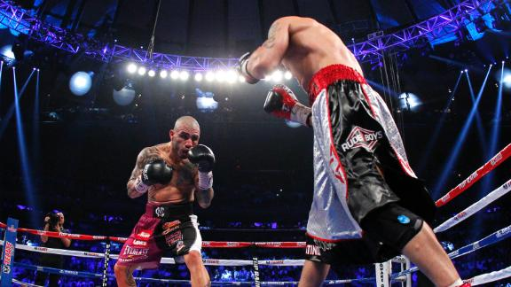 Cotto Wins Title By 10th-Round TKO