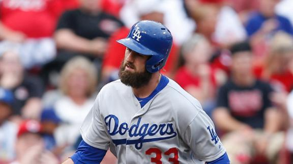 Van Slyke's 4 RBIs, 2 HRs lead Dodgers