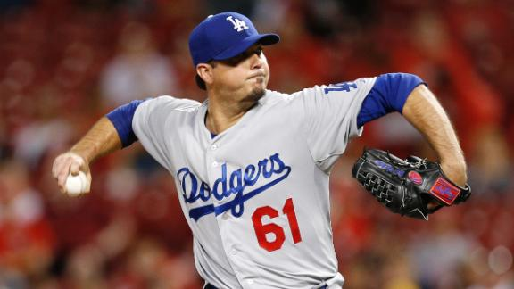 Beckett stymies Reds after outlasting delay