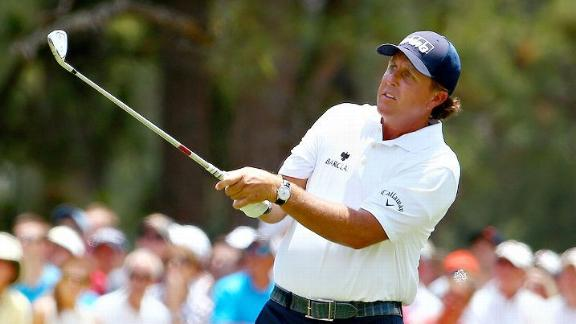 Mickelson Struggles In Second Round