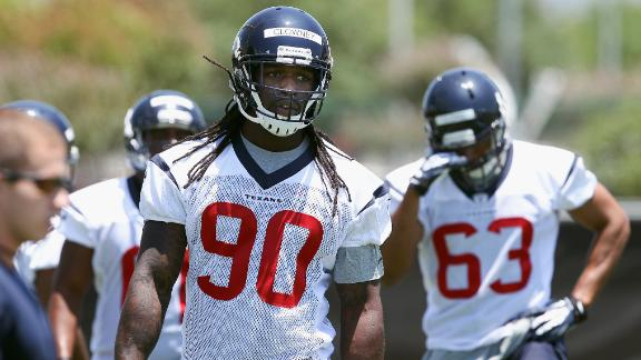 Clowney Has Surgery, Will Be OK For Camp