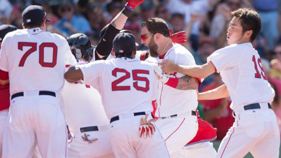 Back-to-back HRs in 10th lift Red Sox