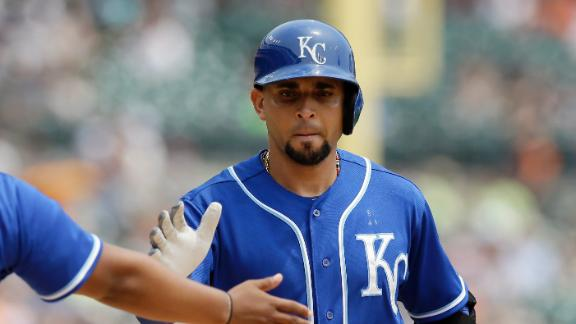 Royals edge Tigers for 10th straight victory