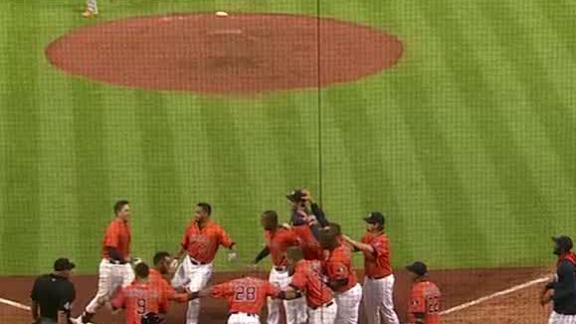Video - Astros Homer In 11th To Walk Off
