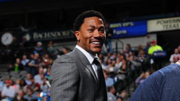 Derrick Rose Helps Recruit Carmelo