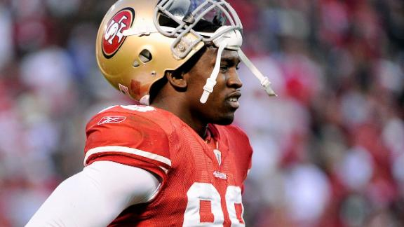49ers' Smith won't face charges in LAX threat