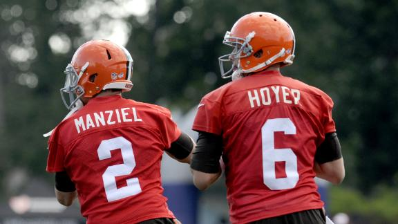 Manziel Makes Plays At Scrimmage