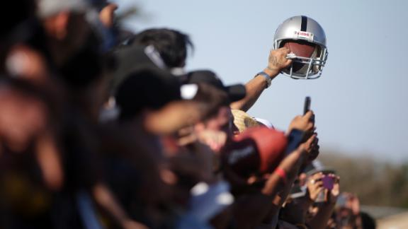 http://a.espncdn.com/media/motion/2014/0813/dm_140813_nfl_cowboys_raiders_brawl_headline/dm_140813_nfl_cowboys_raiders_brawl_headline.jpg
