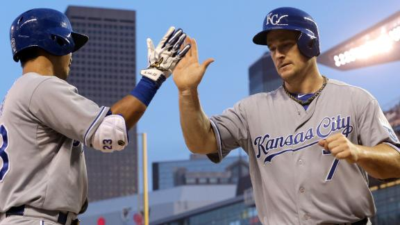 Ex-Twin Willingham lifts Royals over old team