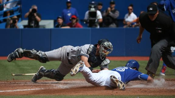 Blue Jays unleash power to grab finale from Yanks
