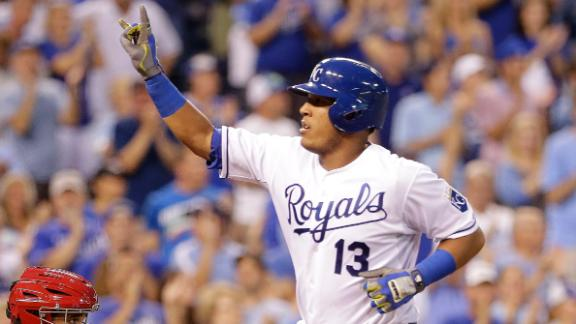 Royals hang on vs. Texas, hold onto slim division lead