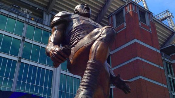 Ravens Unveil Ray Lewis Statue
