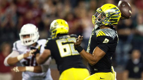 Mariota, Oregon Hold Off Washington State