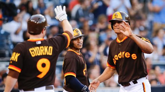 Padres keep Giants from gaining ground