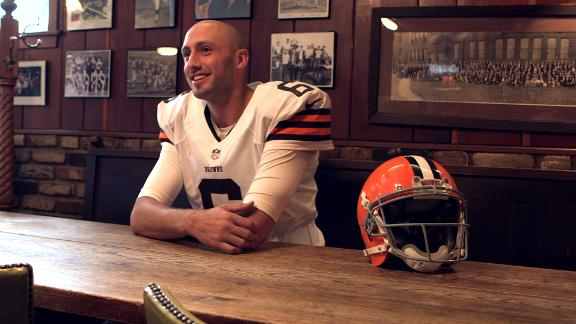 http://a.espncdn.com/media/motion/2014/0930/dm_140930_COM_NFL_Feature_ESPN_The_Magazine_Lunch_with_Brian_Hoyer_20140930_ODV/dm_140930_COM_NFL_Feature_ESPN_The_Magazine_Lunch_with_Brian_Hoyer_20140930_ODV.jpg