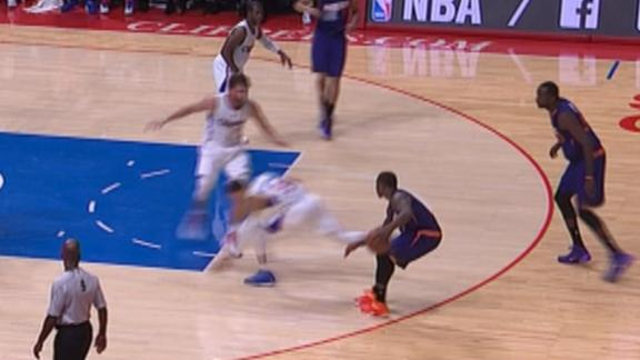 Eric Bledsoe Fakes Out Clippers Guard