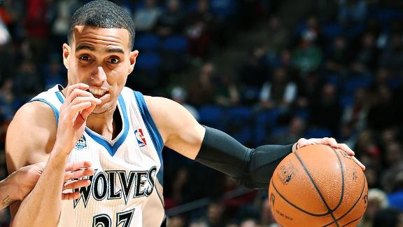 Wolves' Guard Has Fractured Wrist