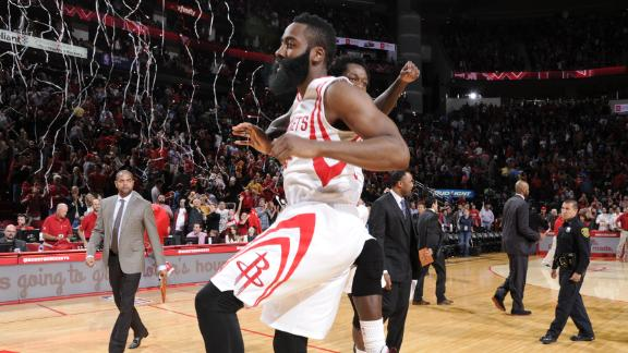 Rockets Rally Past Mavs