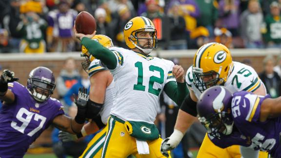 Lacy, Rodgers too much as Pack edge Vikes