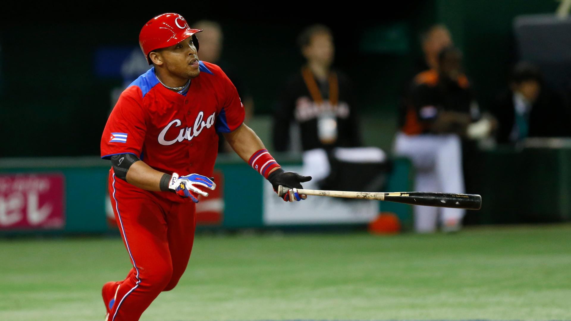 Video - Diamondbacks Land Yasmany Tomas