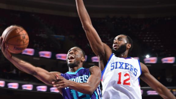 Video - Kemba Powers Hornets