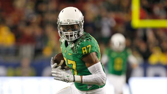 http://a.espncdn.com/media/motion/2015/0109/dm_150109_Ducks_WR_Carrington_Suspended_For_TItle_Game/dm_150109_Ducks_WR_Carrington_Suspended_For_TItle_Game.jpg