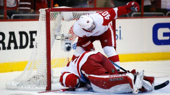 Video - Howard Injured In Red Wings' Loss