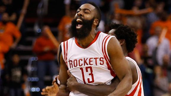 Rockets' Howard hurts ankle, exits in boot