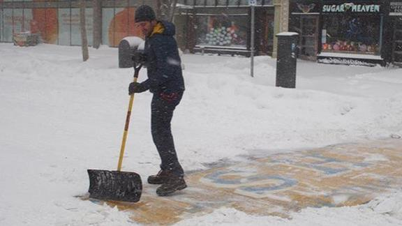 http://a.espncdn.com/media/motion/2015/0128/dm_150128_misc_Boston_shoveler_identified/dm_150128_misc_Boston_shoveler_identified.jpg