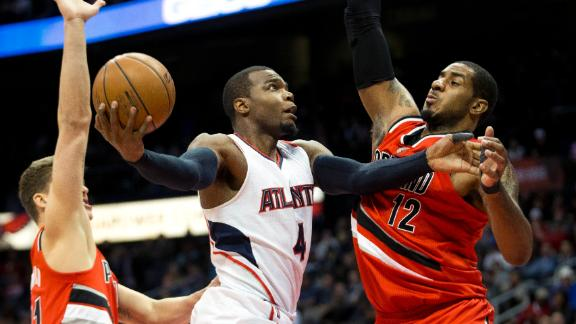 Hawks' rally halts Blazers, extends streak
