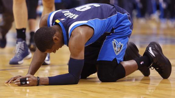 Mavericks Win After Rondo Leaves