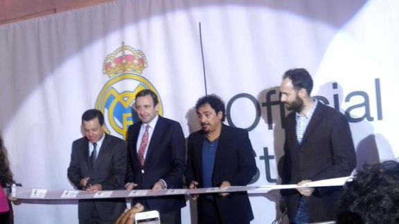 Hugo Sánchez inaugura la primera tienda del Real Madrid en América