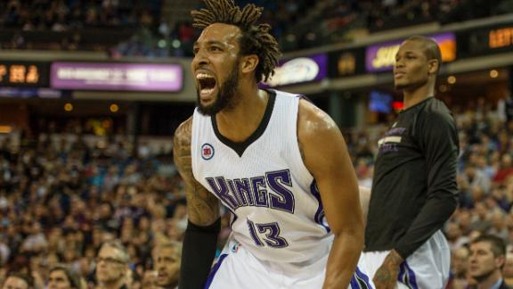 Video - Kings Cruise Past Hornets