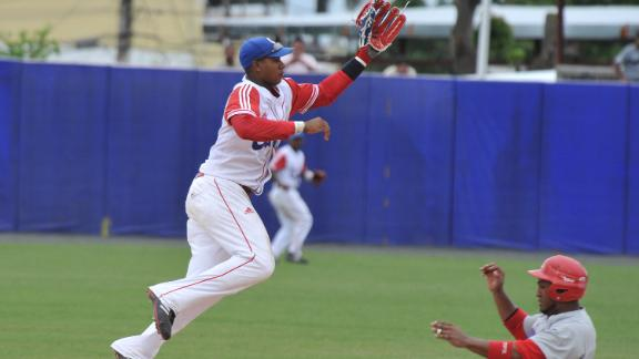 Cuban Infielder Olivera Signed By Dodgers