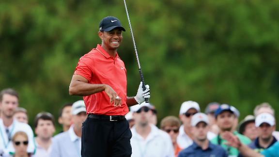 Tiger injures wrist, finishes tied for 17th