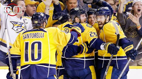 Predators surge past Blackhawks in Game 2