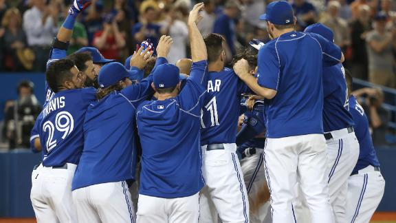 Blue Jays walk off, top Braves