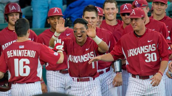 Arkansas takes series from top-ranked A&M