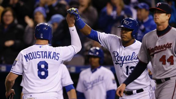 Royals cruise past Twins