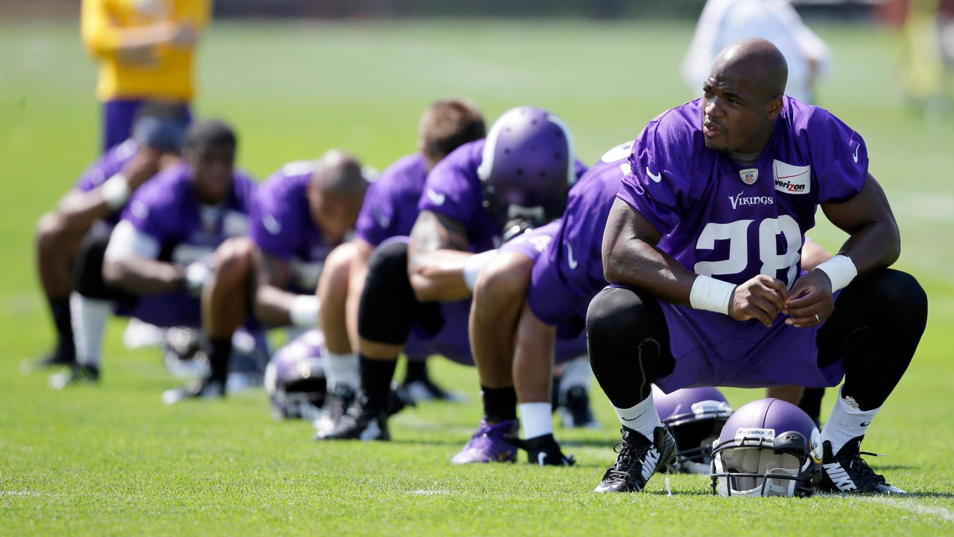 Source: Adrian Peterson tells Mike Zimmer he's skipping Vikings' OTAs