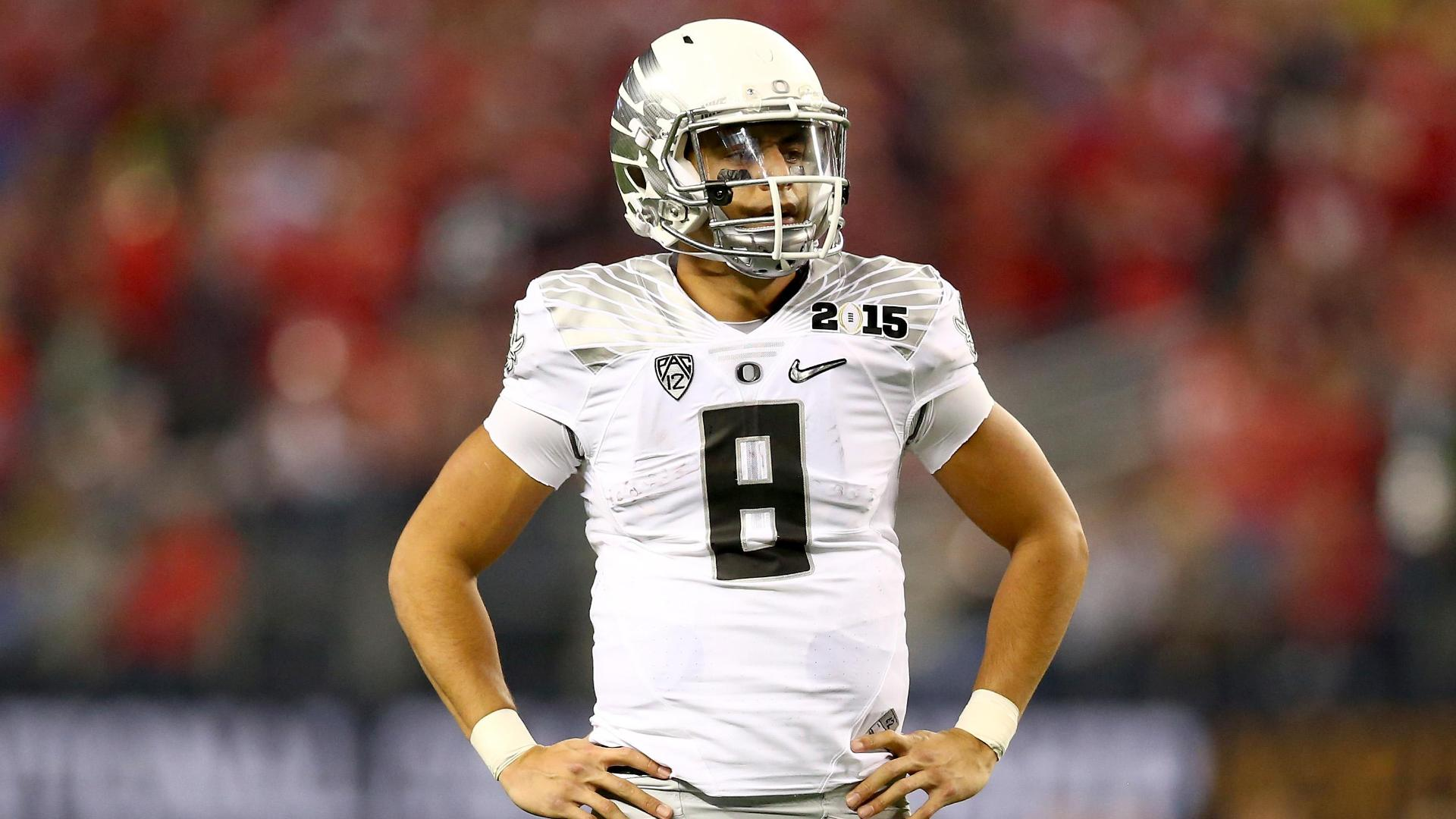http://a.espncdn.com/media/motion/2015/0422/dm_150422_HIs_Hers_Mariota1058/dm_150422_HIs_Hers_Mariota1058.jpg