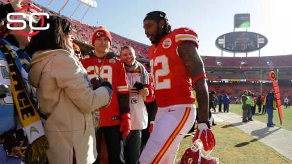 Dwayne Bowe comes back to Kansas City to honor fan