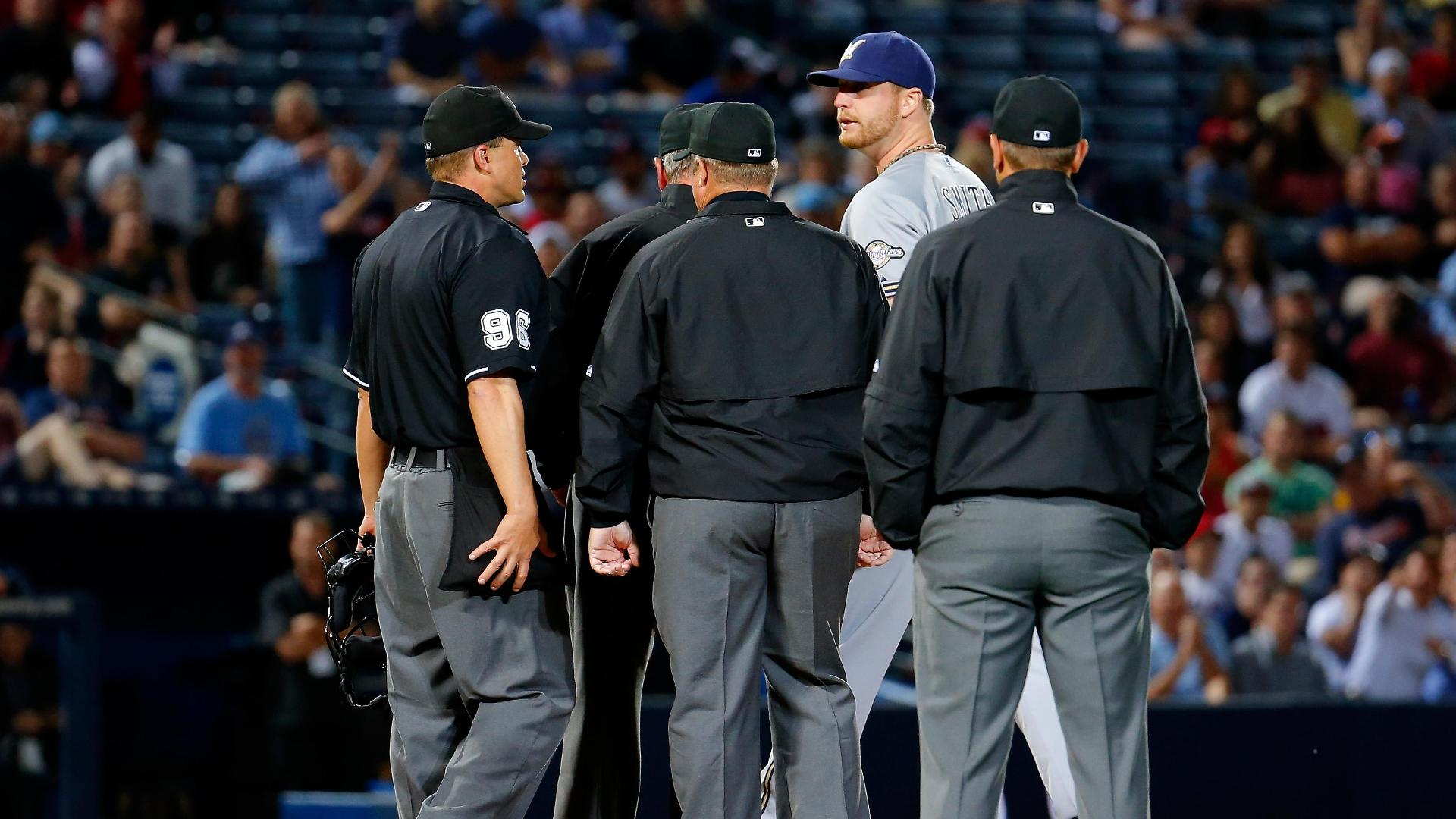 Brewers' Smith ejected for substance on arm