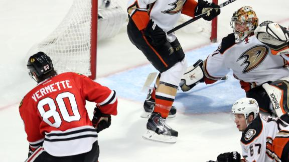 Blackhawks' 2OT goal stuns Ducks, evens series