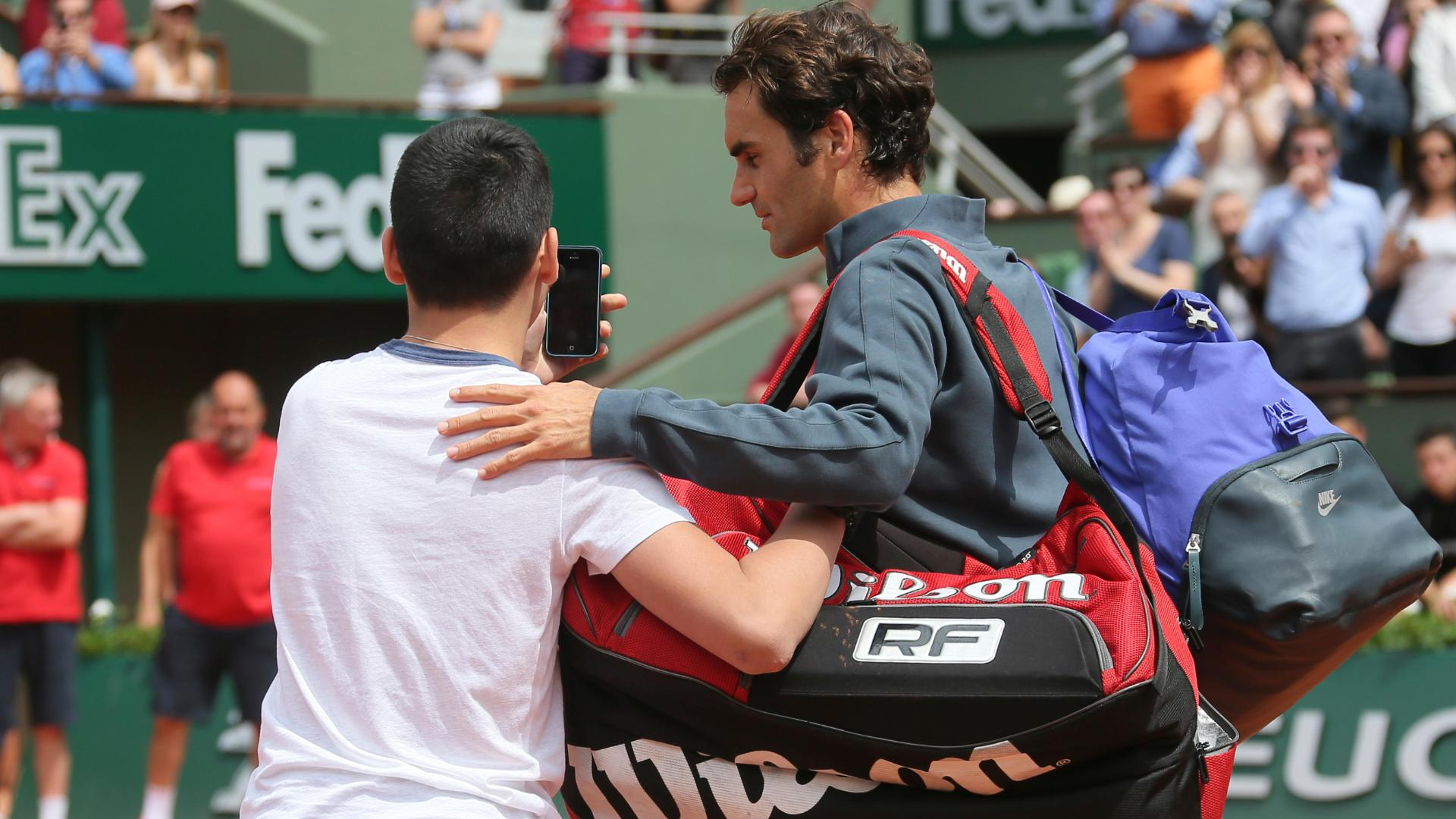Roger Federer upset after being approached on court by selfie seeker