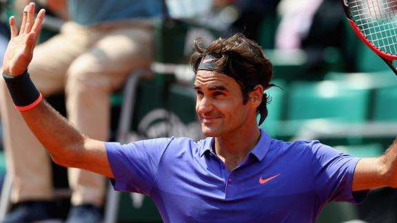 Roger Federer, Stan Wawrinka advance at French Open